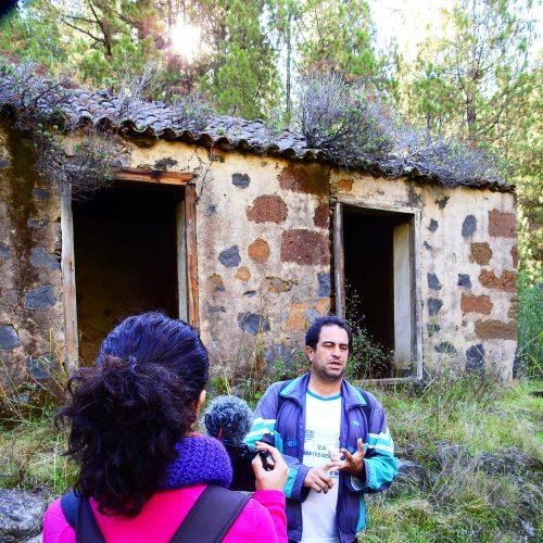 Foto nº2. Néstor Pellitero Lorenzo, investigador de la etnografía palmera en la Venta del Riachuelo. © Jaime Hernández Jiménez.